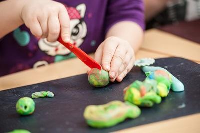 ¿Qué puedo hacer para potenciar la motricidad fina de mis hijos?